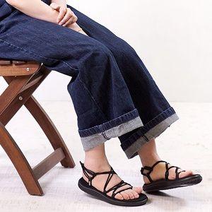 NEW! Teva Voya Infinity Strappy Sandals